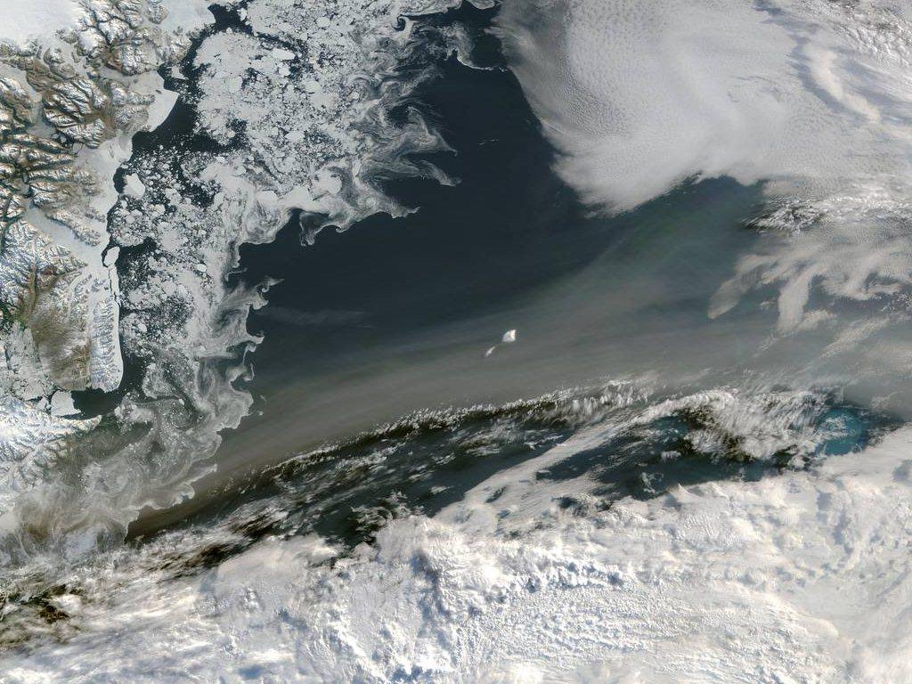 Фото тающих льдов из космоса