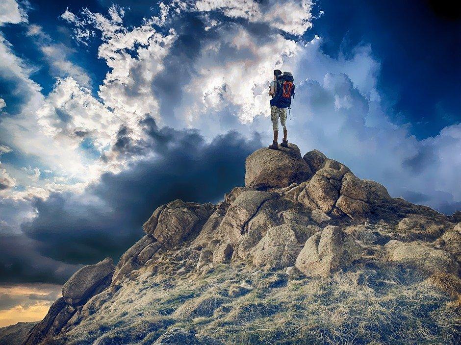 Картинки альпинист на горе, открытка сестре день